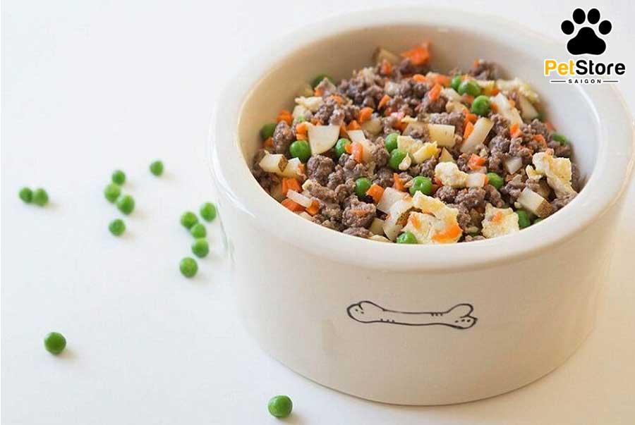 Nên tập cho Phốc Sóc ăn cơm và các loại rau để bổ sung đầy đủ chất dinh dưỡng